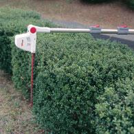 伸縮と角度の自在なポールバリカン Mr.ポールバリカン P-2001 届かない生垣の裏側