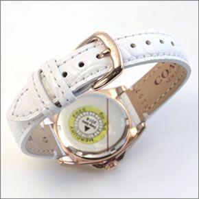 コーチ  煌びやかなラインストーンとホワイトシェルダイヤルの輝き。ラグジュアリーなレディス腕時計。 14502102