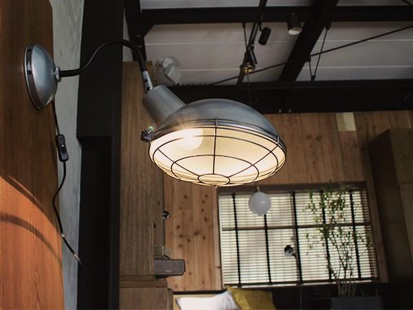 ジェイル ウォール ランプ