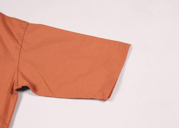 袖つけ線が普通の物より低めの位置にある事で、肩のラインをなめらかに見せてくれます。