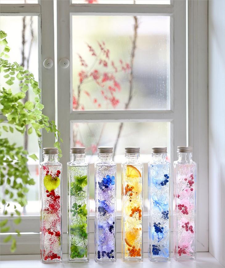 どれを選ぶ? 何色を贈る?見てるだけで癒やされる鮮やかハーバリュウムは、窓辺に何本も飾りたくなる、いま話題のアイテム!贈り物にもピッタリです。