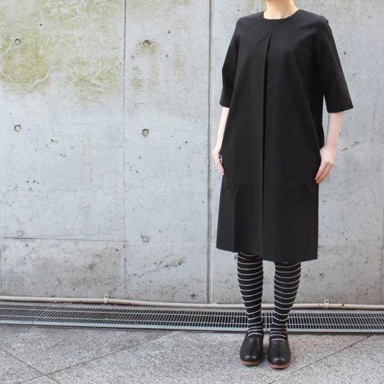 ワンタックブラックドレス