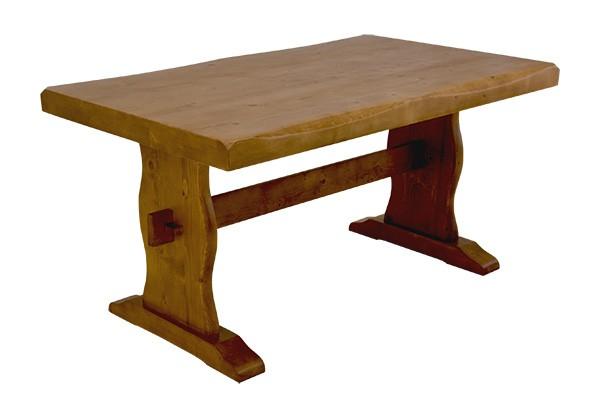 重厚感あるダイニングテーブル