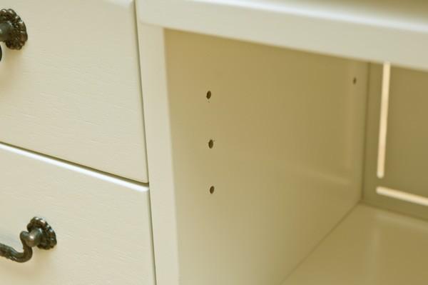 棚板の高さ調節も可能!3cmピッチです(フラップ扉部分のみ棚板あり)