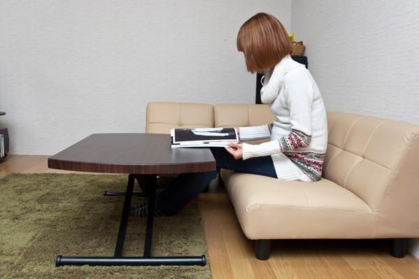 ソファーと合わせてセンターテーブルとして