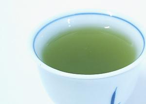 水色:濃緑のどっぷりとした青々しい色です。