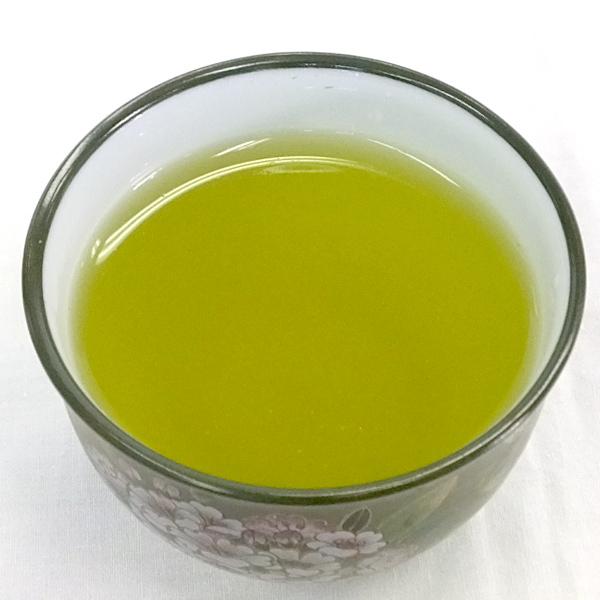 良い茶の条件「黄金色」の水色です。