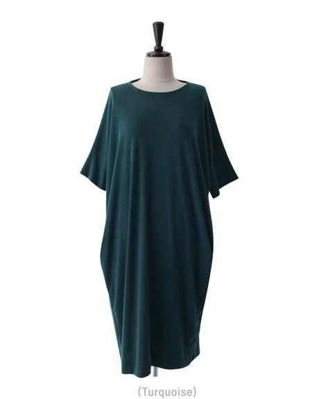 「働くキャリア女性のライフスタイルを追求した流行(トレンド性)のある洋服を提案。