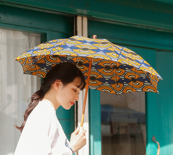 Bon Bon Store(ボンボンストア)<br>UV撥水コーティング加工 アフリカンバティック桜ハンドル長傘 bon-21014