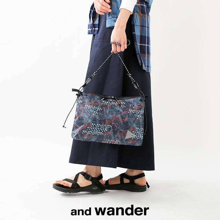 and wander(アンドワンダー)プリンテッドサコッシュ aw91-aa091