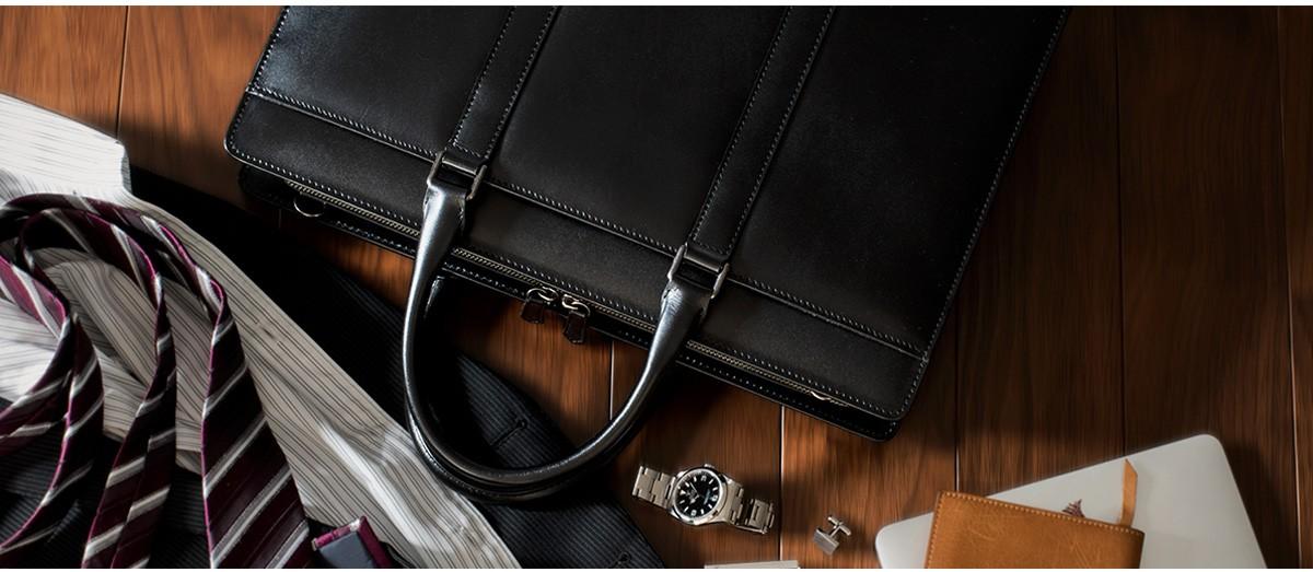 スーツでも、ビジカジスタイルでも。あなたの上品さを際立たせるバッグ