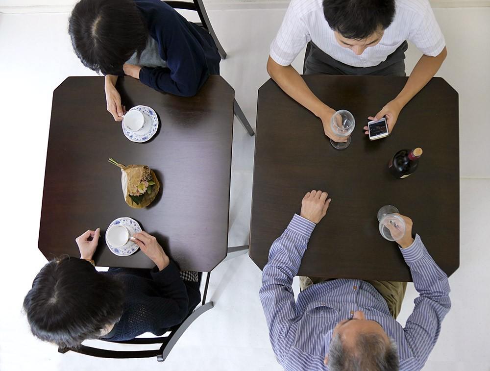 コンパクトダイニングテーブル 業務用でも人気のシンプルなテーブル