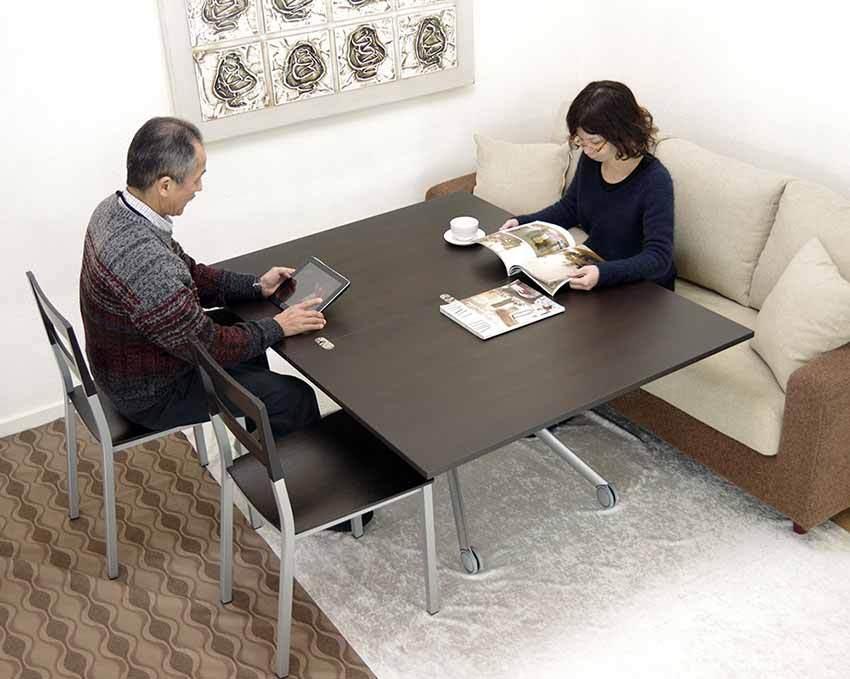 大きさと高さが変えられるイタリア製のリフティングテーブル