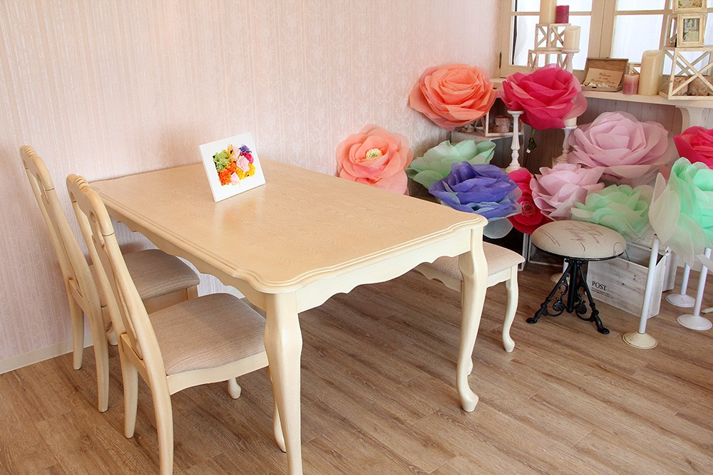 オシャレですわり心地も良いミーティング用テーブル
