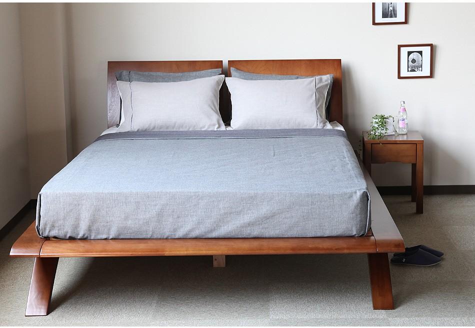 お洒落な木製ベッド