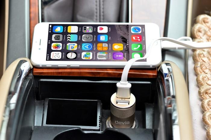iPhone6用 Deviaの薄型フルカバーケースの画像