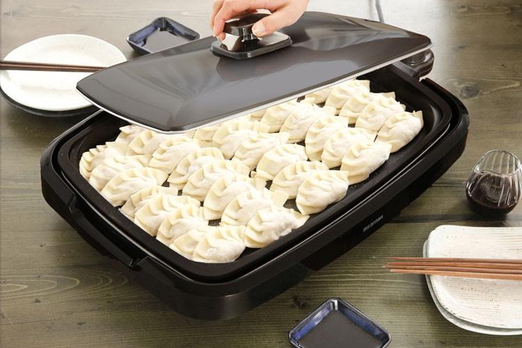 網焼き風ホットプレートプレートグリルヘルシー調理調理家電キッチン家電遠赤外線焼肉料理ホームパーティーパーティー丸洗いたこ焼きたこ焼き器網焼き風ホットプレート3枚ブラックAPA-137-Bアイリスオーヤマ