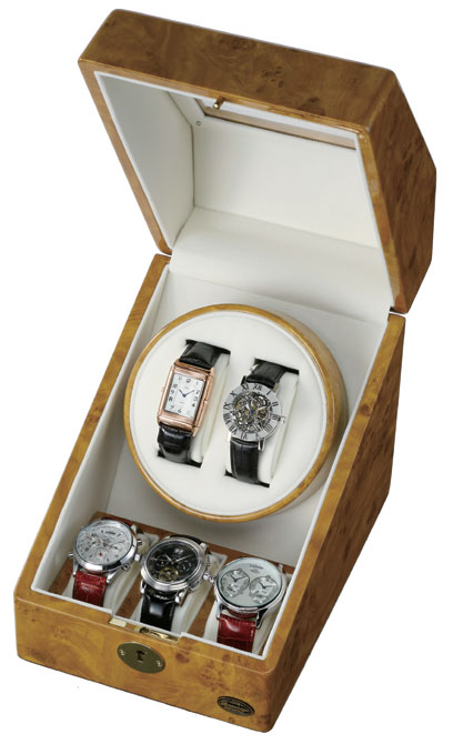 上段は2連自動巻き装置、下段は腕時計が3つ入るコレクションスペースとなっています