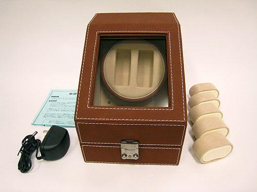 本体の他に、回転体用腕時計ホルダー5本(サイズ2段階調節可能・収納用腕時計ホルダーとの併用可能)、A/Cアダプター、取り扱説明書(保証書)、鍵が付属しています。