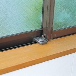 防犯窓用補助錠ウインドロックの取り付け例