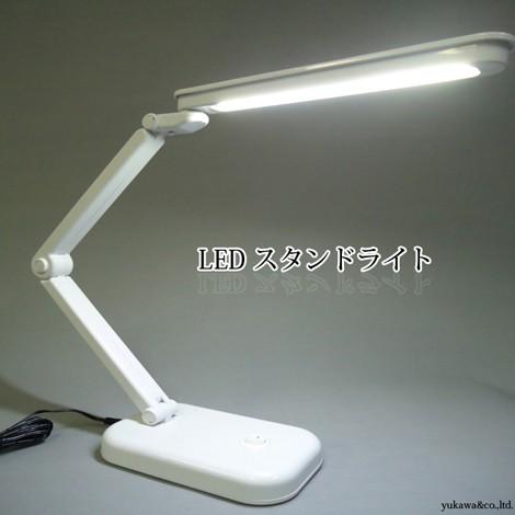 LEDスタンドライトで卓上などを明るく照らします。