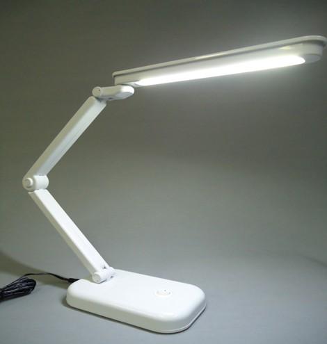 面発光LEDなので影が多重にならず、目に優しい光です