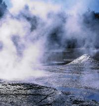 ロトルア火山のイオンエネルギーが効果的に作用し、角質のダメージを修復しながらシミやクスミを浮き上がらせ抜けるような白肌にします。