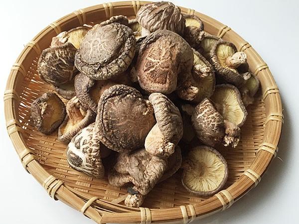 希少な原木椎茸、違いを確かめてみてください。