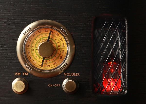 真空管ラジオ レトロ調 RADIO R-028 オーディオ 半導体 コンパクト 存在感 音楽 取扱店 送料無料 口コミ クチコミ 人気商品 ランキング 家庭用 通信販売 電化製品 節電 チョイス逸品館