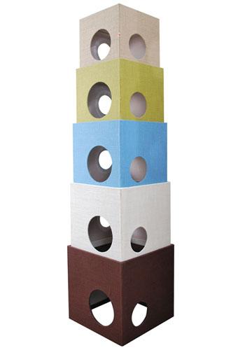 レイアウト自由の箱型キャットタワー