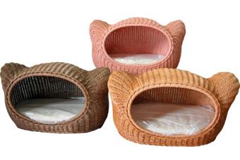 ラタンで織り上げた猫用ハウス