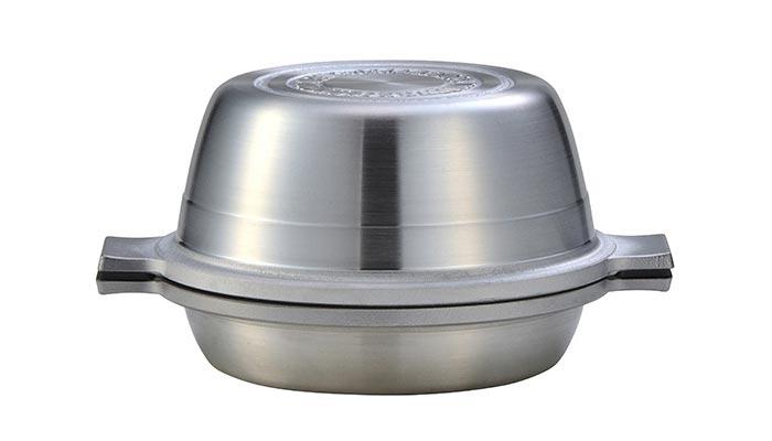 蓋を返せば浅型鍋に。フライパンとしても