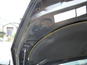 エンジンルーム隙間の防音対策 (プリウスα)