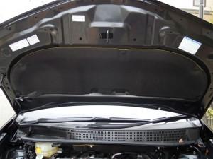 エンジンボンネット部分の保温&防音対策 (プリウスα)