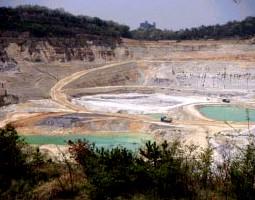 瀬戸の粘土鉱山グランドキャニオン