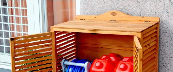 通気性の良いルーバー扉の収納庫・天然木杉材