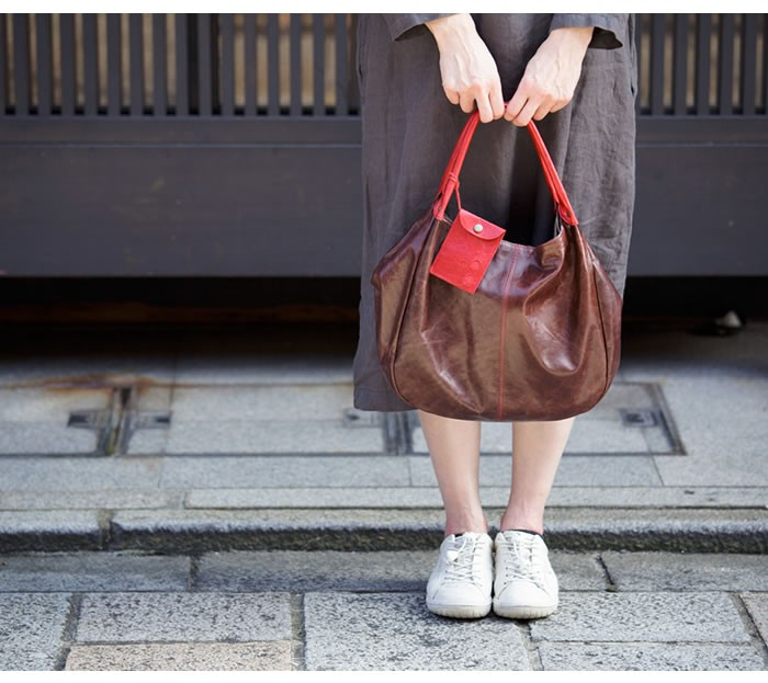 【日本製・送料無料】ハンドバッグ トートバッグ レディース 肩掛け 本革 牛革 丸型 女性 大人 キュート 大容量 軽い 軽量
