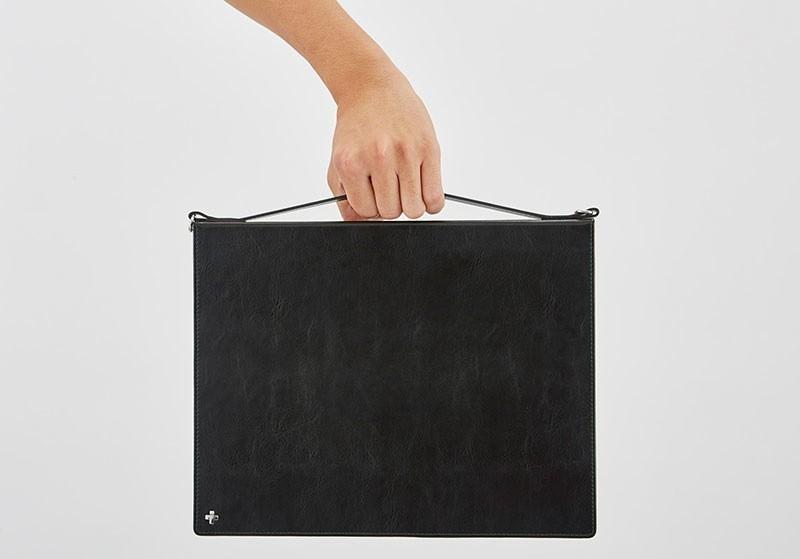 バッグから取り出しやすく持ちやすいハンドル付属の画像