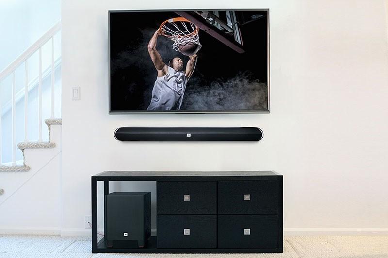 臨場感と迫力あるサウンドを生み出す、独自の「HARMAN Display Surround」を搭載。の画像