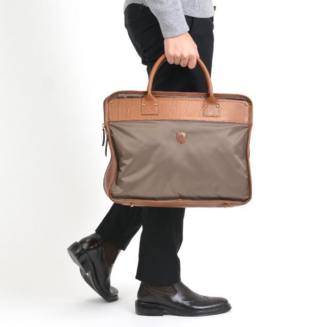 フェリージFelisiバッグビジネスバッグメンズブリーフケース07-68152ベージュ【現地ストック品】 モデルイメージ