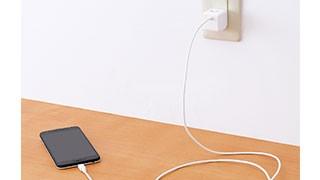そのまま接続して充電できるケーブル一体型