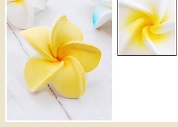 素材はスポンジですので軽く、色んなアイテムと相性がよく、使いやすい。