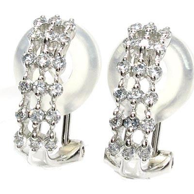 惹き立ったダイヤモンドの輝きピアス
