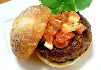 トマトのチーズのハンバーガー