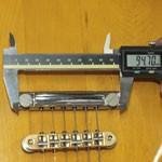 せり上げボルトの間隔を測る