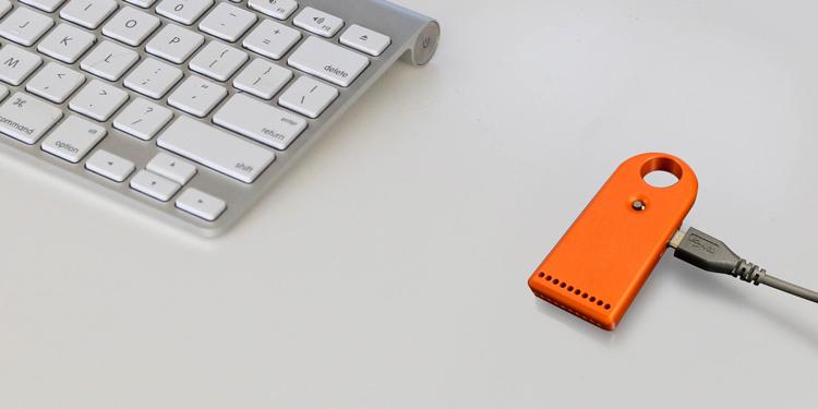 USBケーブルで充電