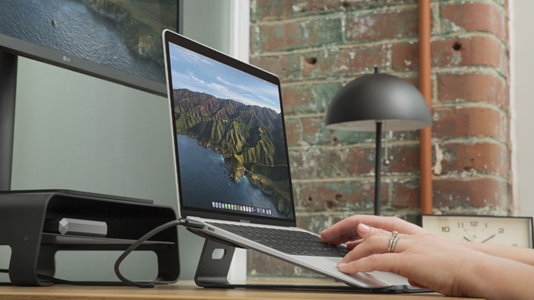 画面を高くしながらもMacBookの操作性はそのまま