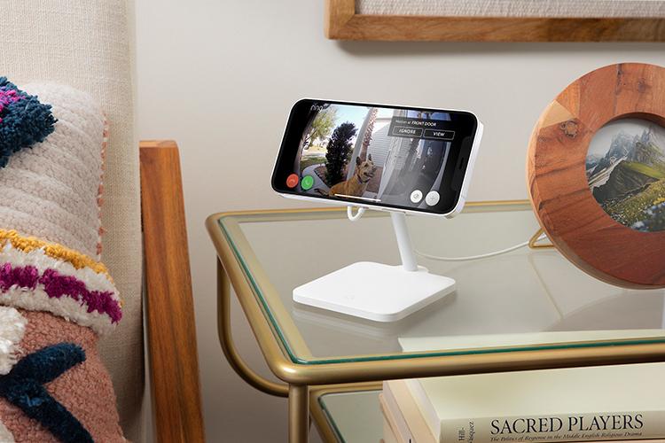 iPhoneのスクリーンの角度を75度まで調整可能。