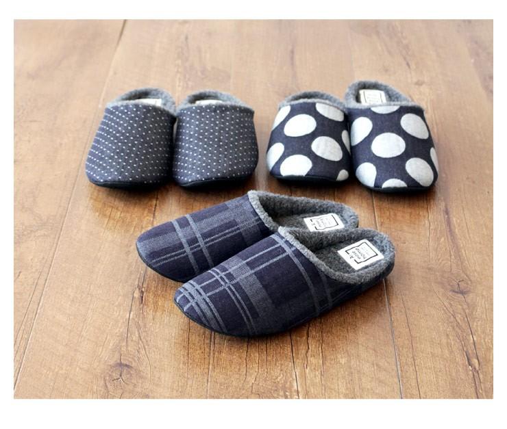 甲表はジャガード織という方法を用いて柄を織り込んだデニム生地で、柔らかく薄手でしっかりした生地が特徴のジャガードデニムを使いています。