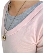 GRAB IN HOLLYWOOD(グラブインハリウッド) 深いUネックがレイヤードに最適 ラグランタイプ5部袖カットソー ライトピンク 襟